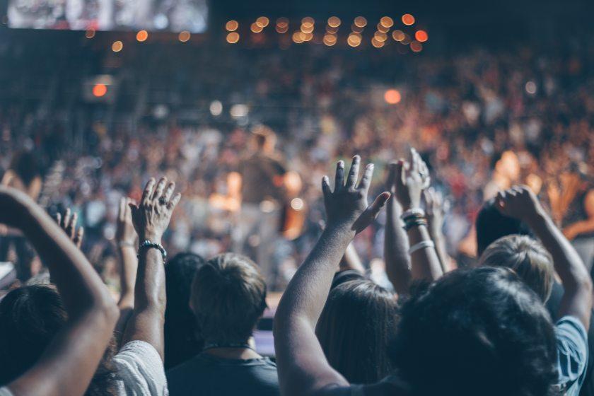 audience-blur-church-976866